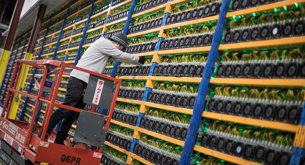 Майнеры бегут из сети Bitcoin. Обвал хэшрейта продолжится